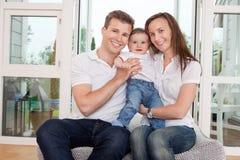 Verticale des parents fiers photo libre de droits