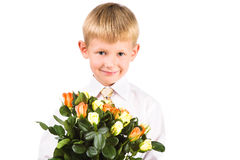 Verticale des roses mignonnes de fixation de garçon Images libres de droits
