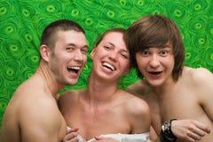 Verticale des trois jeunes de sourire Image libre de droits