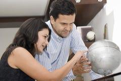 Verticale des vacances de planification de couples Image libre de droits