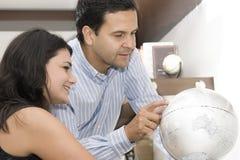 Verticale des vacances de planification de couples Photo libre de droits