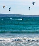 Verticale di Kitesurfing Playa de Palma Fotografie Stock