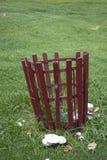 Verticale di legno del cestino dei rifiuti Immagini Stock