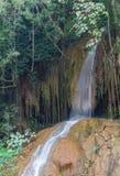 Verticale di viaggio di Phu o di Nam Tok Phu Sang Forest Park Sang Waterfall Phayao Attractions Thailand immagine stock