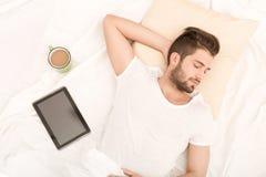 Verticale du sommeil de jeune homme Photographie stock libre de droits