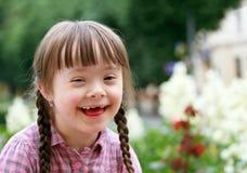 Verticale du sourire de fille Photo libre de droits
