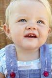 Verticale du sourire heureux de chéri Photographie stock libre de droits