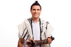 Verticale du sourire juif heureux d'homme Image libre de droits