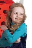 Verticale dynamique d'une fille heureuse Image libre de droits
