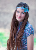 Verticale extérieure d'adolescente photos libres de droits