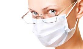 Verticale femelle de docteur dans le masque Photo stock