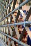 Verticale Foto van het Blinddeur van de Roestvrij staalrol in Perspectiefmening Royalty-vrije Stock Fotografie