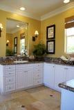 Verticale giallo della stanza del bagno matrice Fotografie Stock