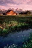 Verticale grande de Tetons Wyoming de vieux de grange appartements d'antilope Images stock