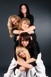 Verticale heureuse de cinq femmes Images libres de droits