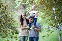 Verticale heureuse de famille Image libre de droits