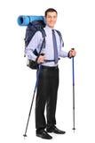 Verticale intégrale d'un homme avec le sac à dos Photos stock