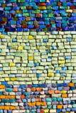 Verticale kleurrijke mozaïektextuur op muur Stock Foto's