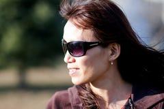 Verticale latérale de femme asiatique. photographie stock