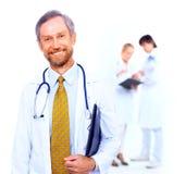 Verticale le docteur et à lui Photos libres de droits