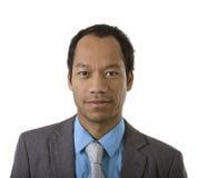 Verticale mâle occasionnelle intelligente sur le blanc Photos libres de droits