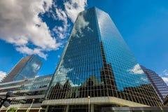 Verticale mening van wolkenkrabbers binnen de stad in Royalty-vrije Stock Fotografie
