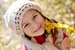 Verticale mignonne de petite fille image libre de droits