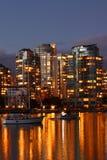 Verticale nachtmening van de horizon van Vancouver royalty-vrije stock foto