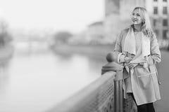 Verticale noire et blanche d'un femme Photos stock