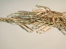 Verticale papier-klem metaalpaperclippen stock afbeeldingen