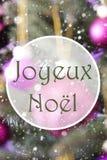Verticale Rose Quartz Balls, Joyeux Noel Means Merry Christmas stock foto's