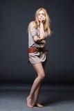 Verticale séduisante de mode de jeune femme Image stock