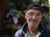 Verticale sans foyer d'homme Image libre de droits