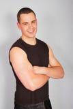 Verticale un jeune homme dans un T-shirt. photographie stock libre de droits