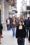 Verticale urbaine de fille Photos libres de droits