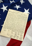 Verticale verklaring van Onafhankelijkheid op Amerikaanse Vlag, stock afbeelding