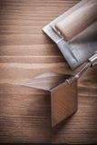 Verticale versie copyspace twee hoekformers op houten raad Stock Foto