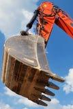 Verticale Vorkheftruck op de bouwwerf, voorbereiding voor het opheffen van bouwdelen voortbouwend op het Dode Overzees, Israël royalty-vrije stock afbeelding