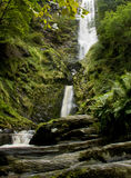Verticale waterval in Wales Stock Fotografie