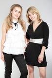 Verticales de deux belles filles images libres de droits