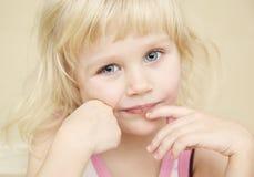 Verticales de petite fille Photographie stock