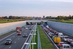 A4 vertiefte Autobahn Rotterdam Den Haag, Stau in den Di lizenzfreie stockfotografie