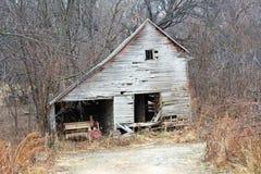 Vertiente abandonada en el bosque Fotos de archivo libres de regalías