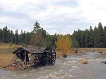 Vertiente vieja de la rueda de agua Fotografía de archivo libre de regalías