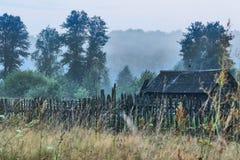 Vertiente vieja en niebla Imagen de archivo