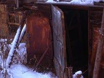 Vertientes viejas en el campo en invierno fotografía de archivo