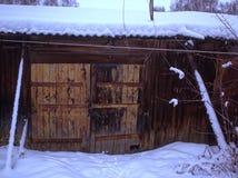 Vertientes viejas en el campo en invierno fotografía de archivo libre de regalías