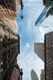 Vertige de skycrapers d'architecture de NYC Images stock
