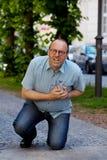 Vertigini dell'uomo o attacco di cuore Fotografia Stock Libera da Diritti