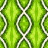 Vertikal bakgrund med den geometriska etniska prydnaden, vertikala linjer i romber i gräsplan, vit, guling färgar med polygonal e Arkivbilder